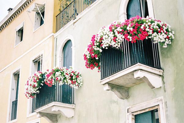 wenecja balkony zielona kamienica