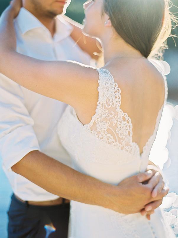 Detale Ślubne Suknia Ślubna Cameoo Koronka otwarte plecy Sesja ślubna Chorwacja Hvar