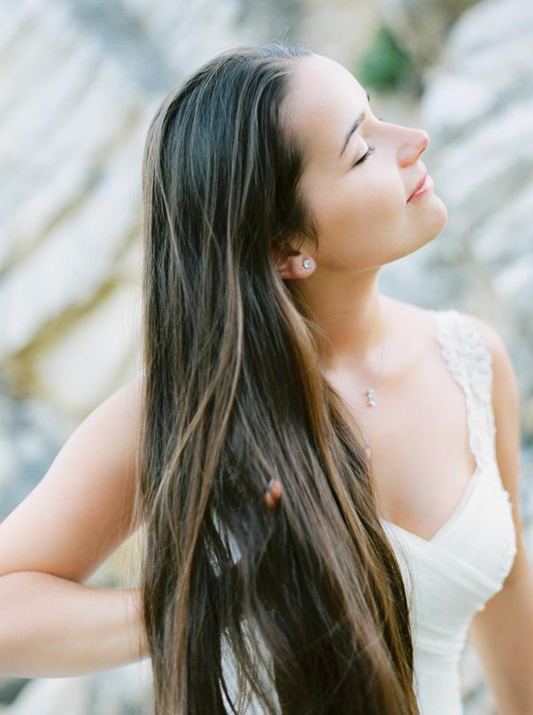 Pani Młoda długie włosy portret fine art Chorwacja Sesja ślubna Kodak Contax 645