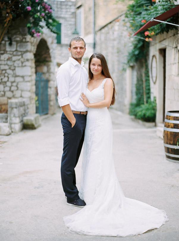 sesja plenerowa Chorwacja Stary Grad Hvar para młoda fotografia ślubna suknia ślubna cameoo