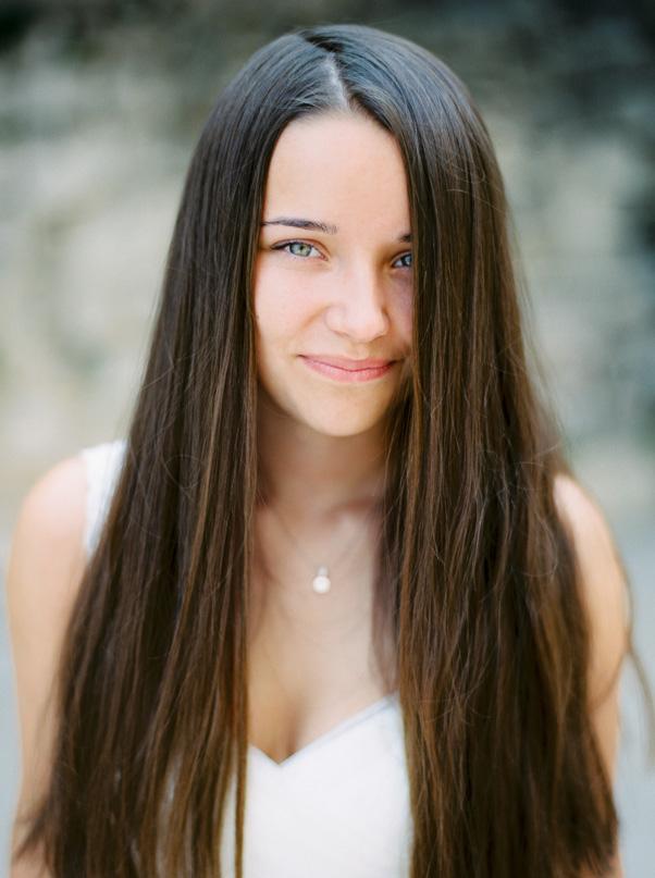 sesja plenerowa chorwacja portret panna młoda długie włosy rozpuszczone kodak portra 400 Oswald Małachowski Fotografia