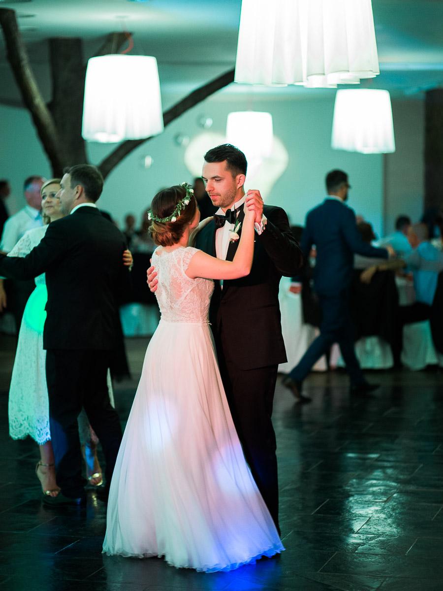 oświetlenie na sali weselnej w Puszczykowie