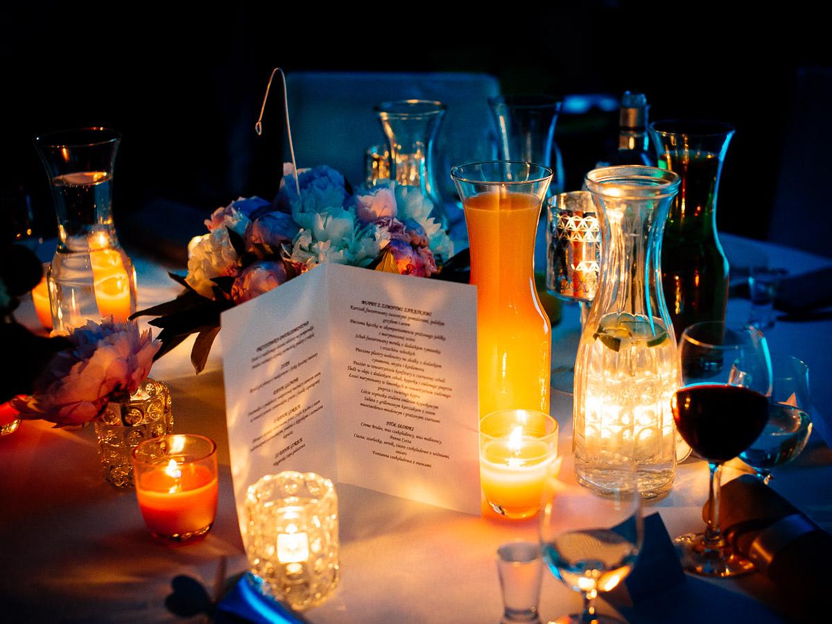 Oświetlenie na przyjęciu weselnym